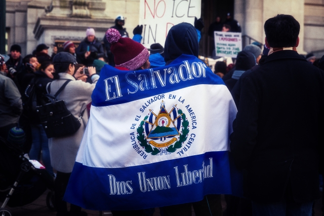 El_Salvador_Flag,_A_Day_Without_Immigrants_March_&_Rally_(32789551022).jpg